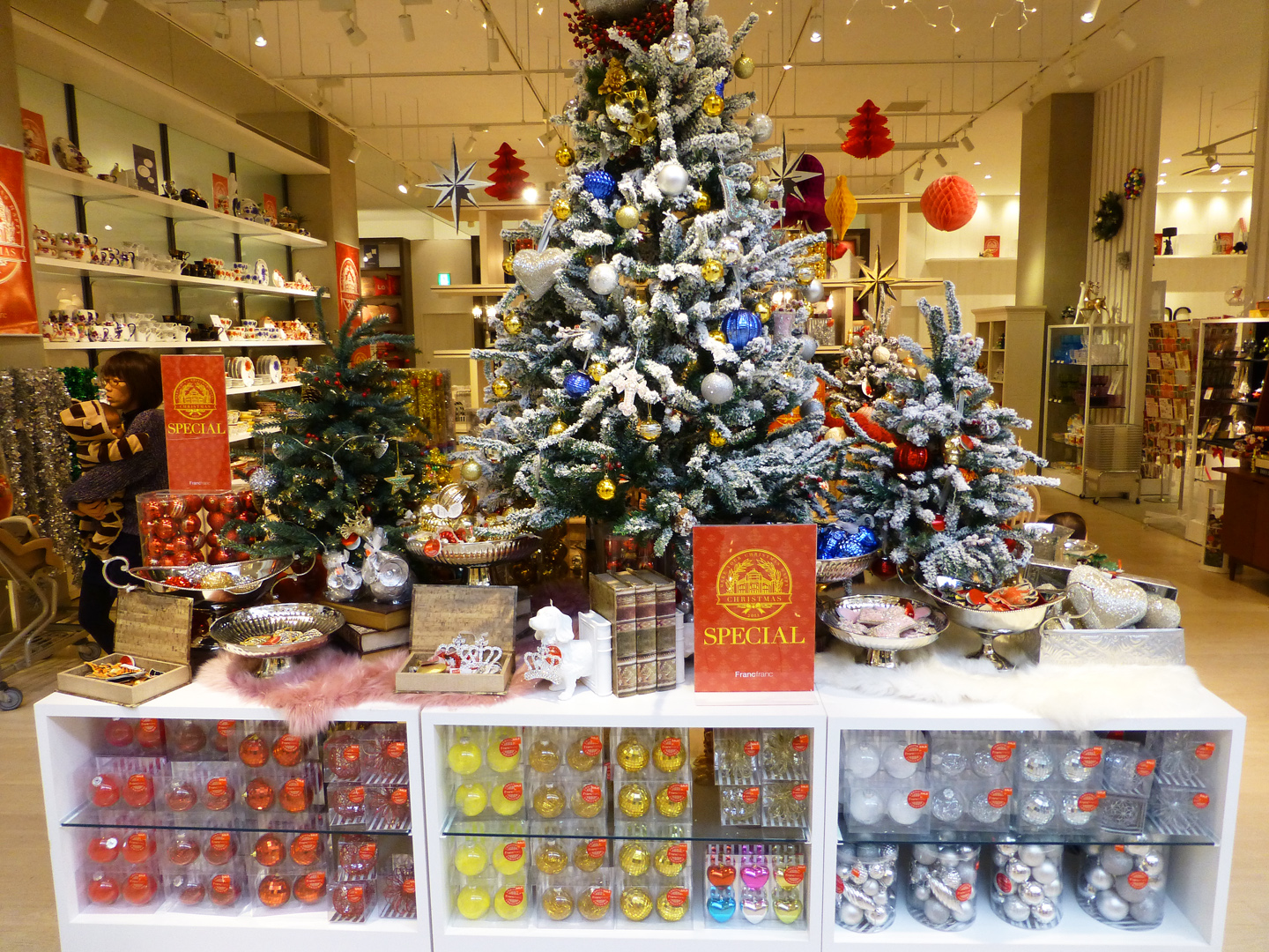 Centerpiece For Home Jobs : How to spend christmas in japan just like back home