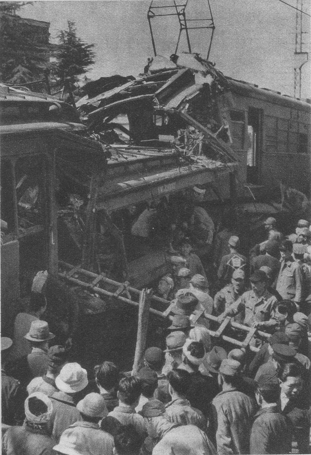 Kawachi-Hanazono_station_Train_collision_incident