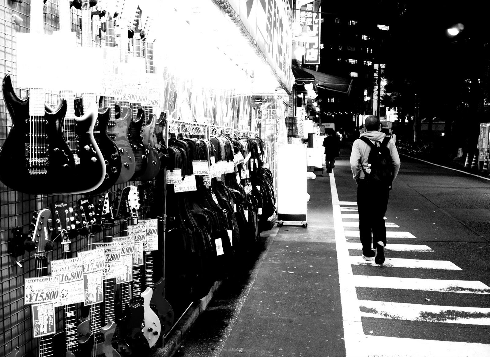 ochanomizu-guitar-street-flickr