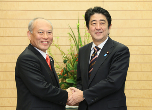yoichi_masuzoe_and_shinzo_abe_20140226
