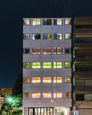 GRIDS Hotel + Hostel Exterior At Night