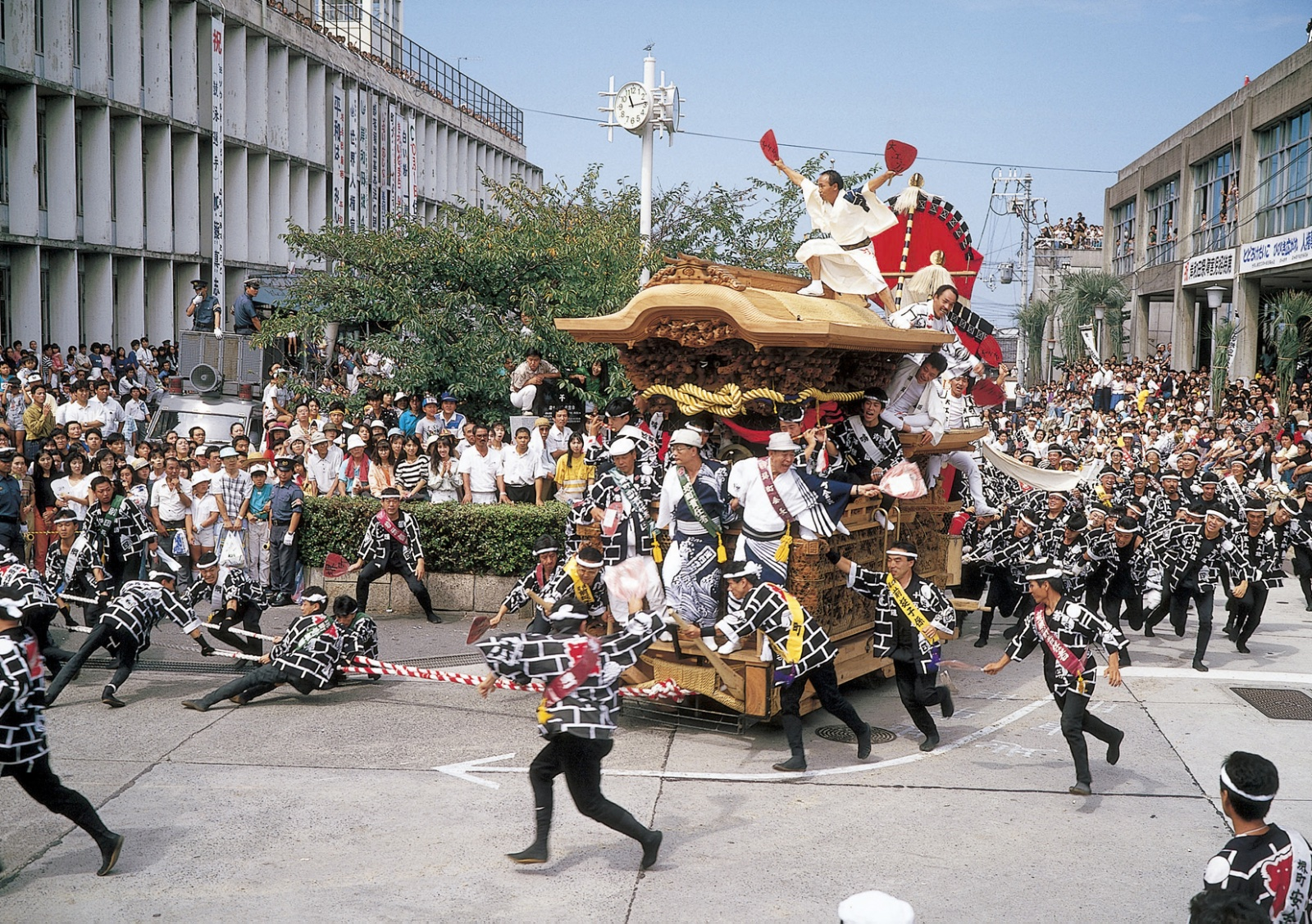 Keep up with the action at the Kishiwada Danjiri Festival in Kansai.