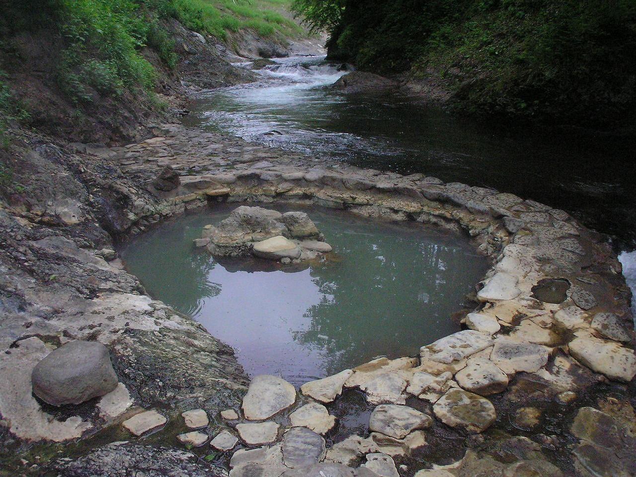 Shikanoyu outdoor bath.