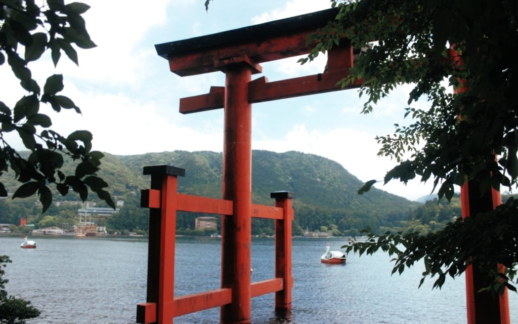 Visit the iconic Hakone torii gate by the lake with the Hakone Freepass.