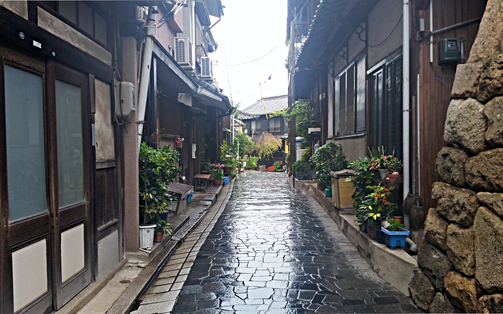 A typical residential lane in Tomonoura.