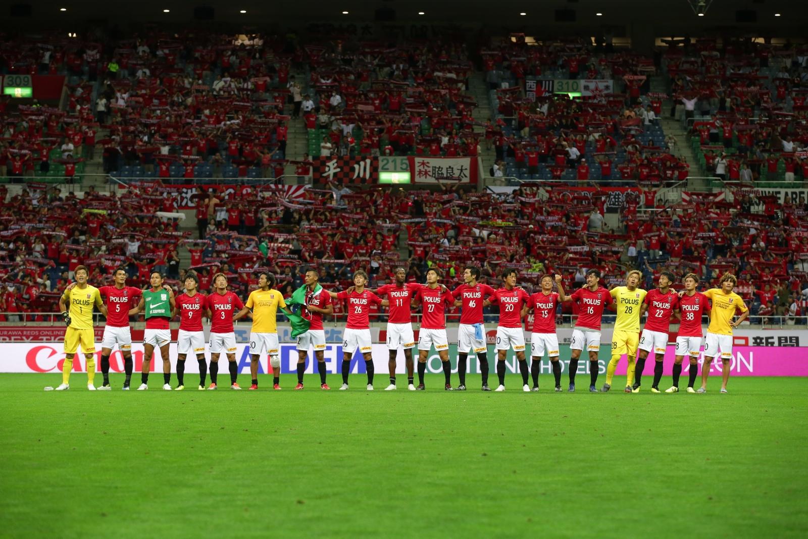 The Urawa Red Diamonds on the field.